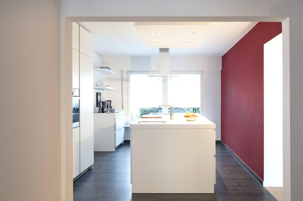 Modern Kitchen by and8 Architekten Aisslinger + Bracht Modern
