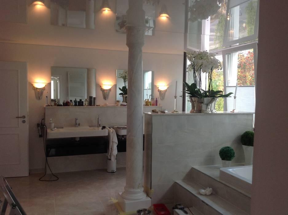Säulen im Badezimmer:  Badezimmer von Illusionen mit Farbe
