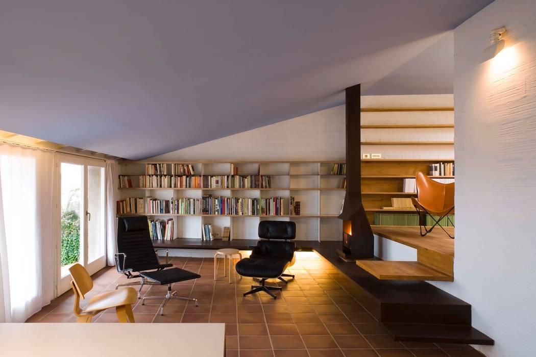 Study/office by Estudi Agustí Costa