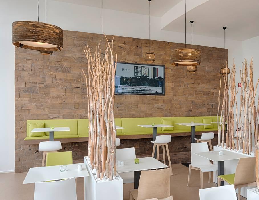 Wandverkleidung mit Sitzbank  :  Hotels von Tischlerei Köchert