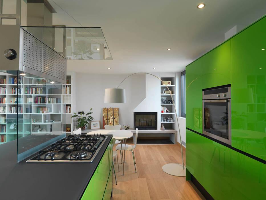 Cocinas de estilo moderno de enzoferrara architetti Moderno
