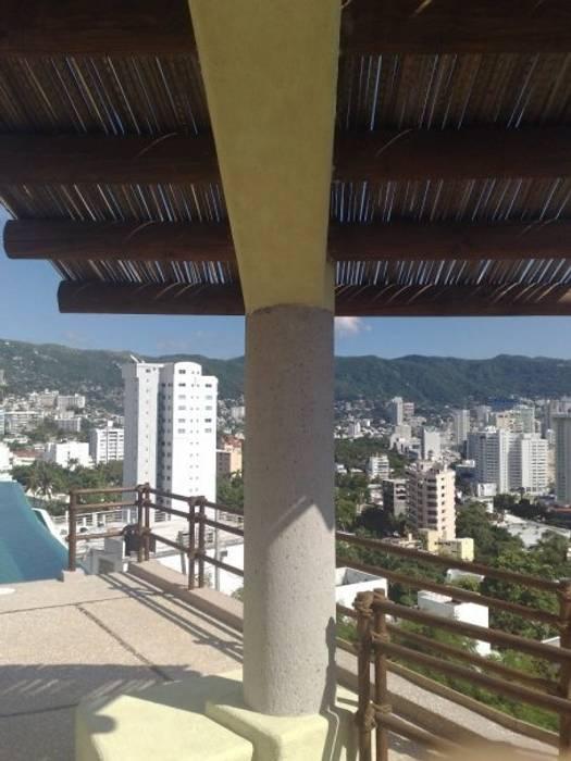 Palapa en cubo de escalera: Terrazas de estilo  por ARQUELIGE, Tropical