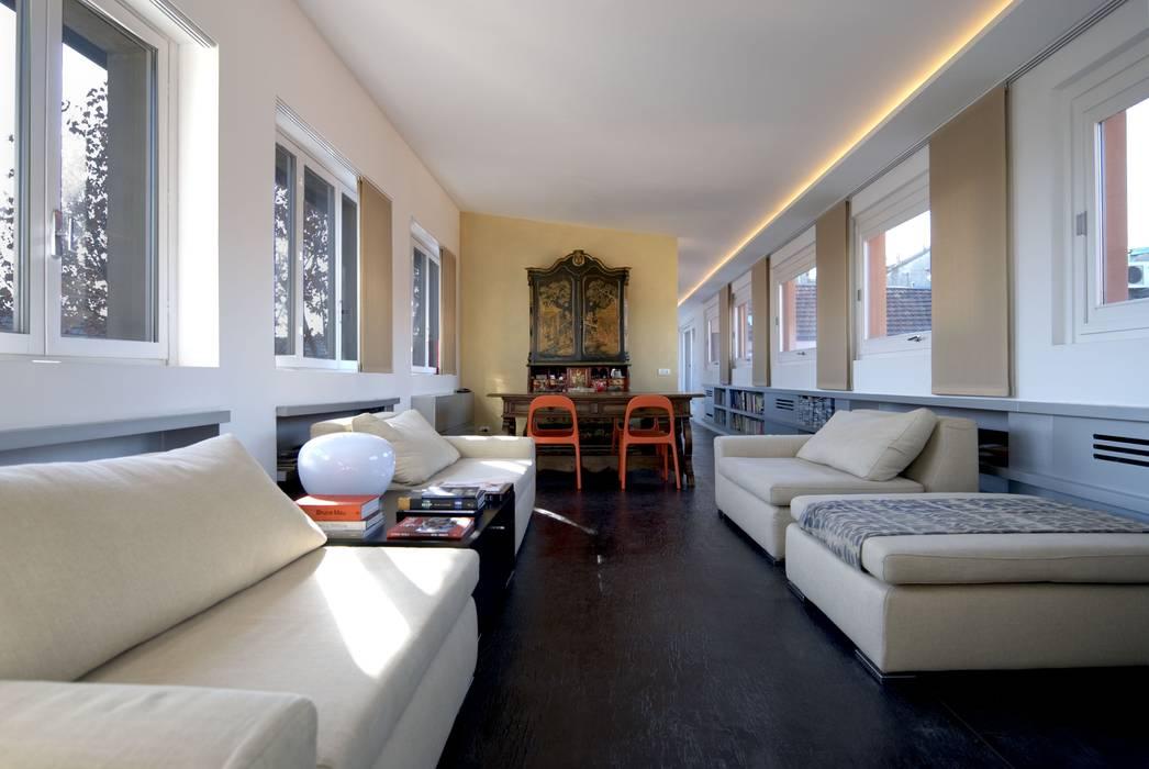 Casa sui cortili Soggiorno di Calzoni architetti