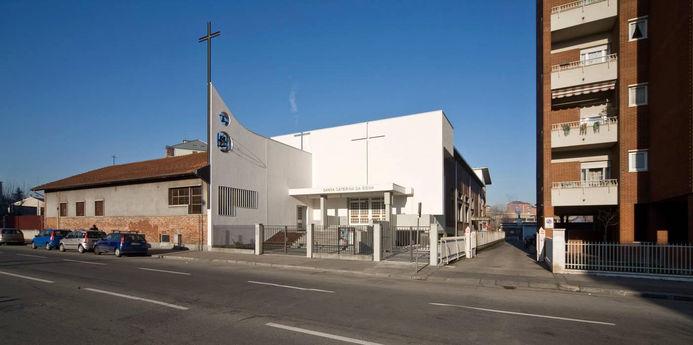 vista esterna della facciata di ingresso Sedi per eventi in stile minimalista di Comoglio Architetti Minimalista