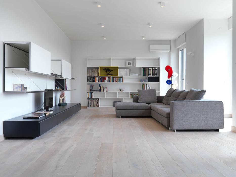 Salones de estilo  de enzoferrara architetti, Moderno