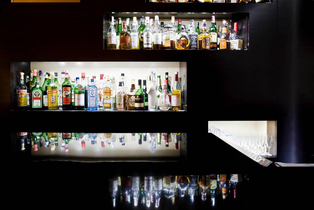 Nuovo bar hotel Plaza Pareti & Pavimenti in stile minimalista di EXiT architetti associati Minimalista