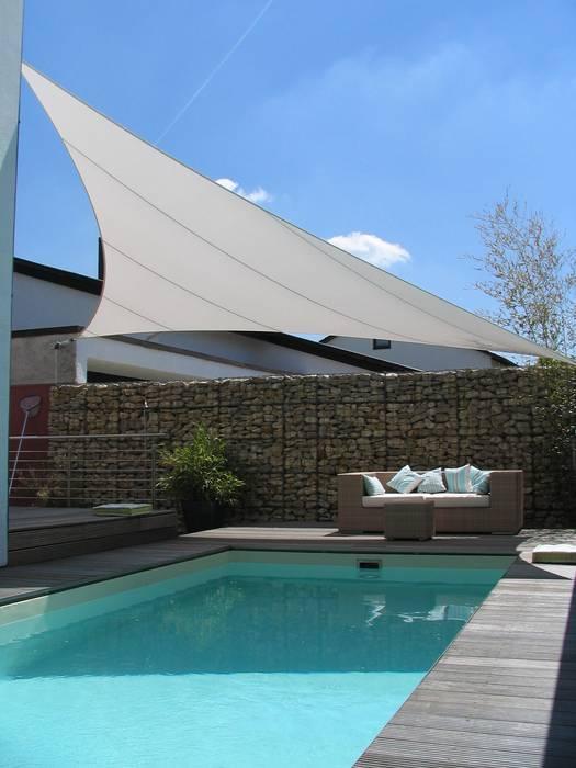 aeronautec GmbH Balcones y terrazas de estilo moderno Blanco