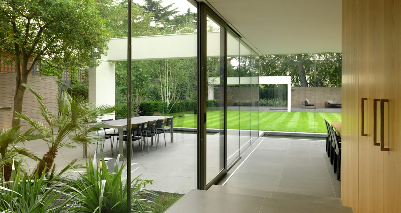 Wimbledon Modern garden by Gregory Phillips Architects Modern