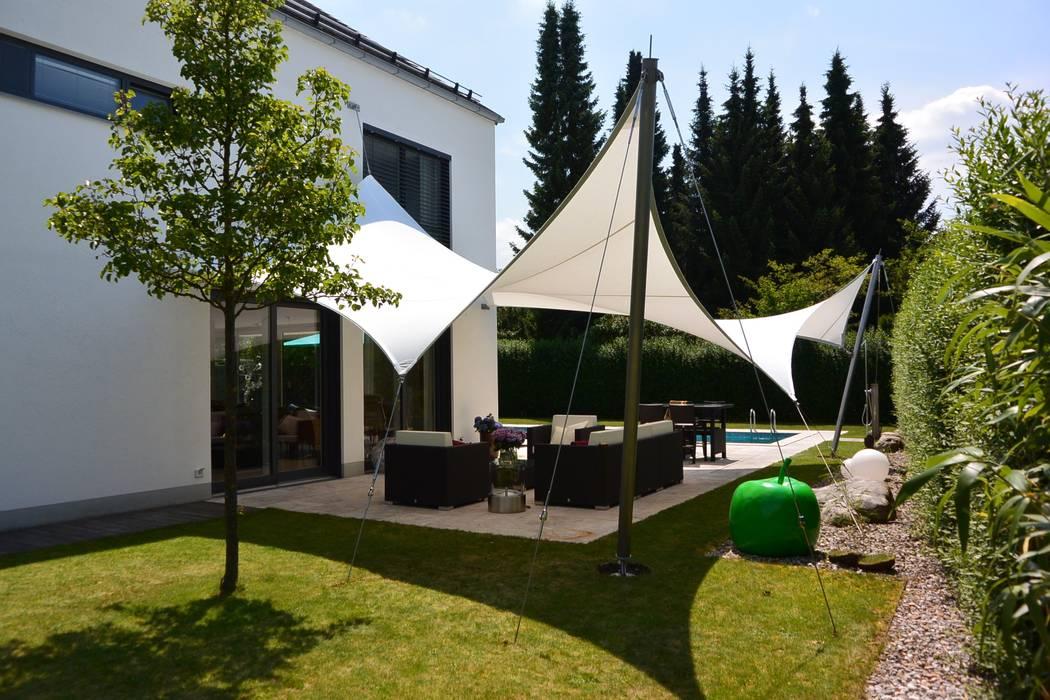 Sonnensegel Moderner Balkon, Veranda & Terrasse von aeronautec GmbH Modern