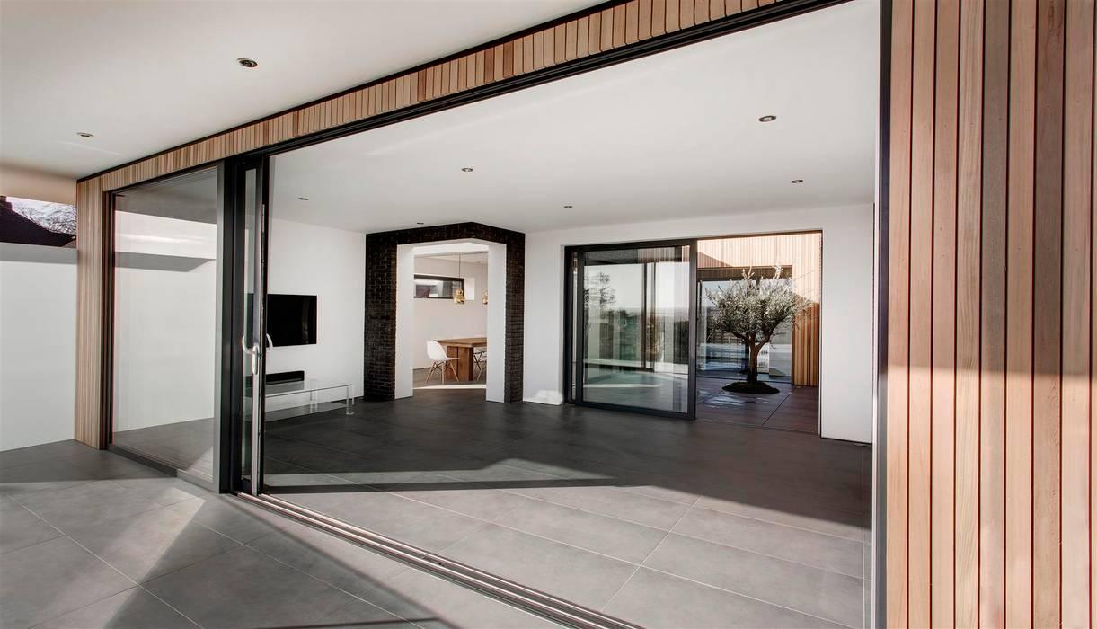 AR Design Studio- 4 Views Moderner Balkon, Veranda & Terrasse von AR Design Studio Modern