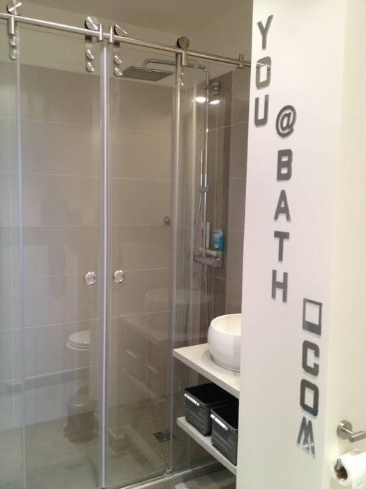 Salle de bain adolescent Salle de bain moderne par Texture Designed by G. Moderne