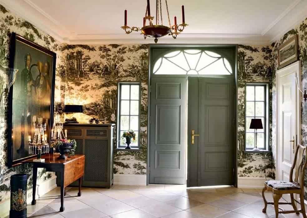 經典風格的走廊,走廊和樓梯 根據 THORA TOWN & COUNTRY 古典風