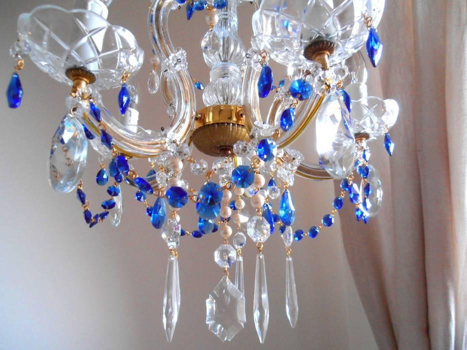 Sala de estar  por Milan Chic Chandeliers,