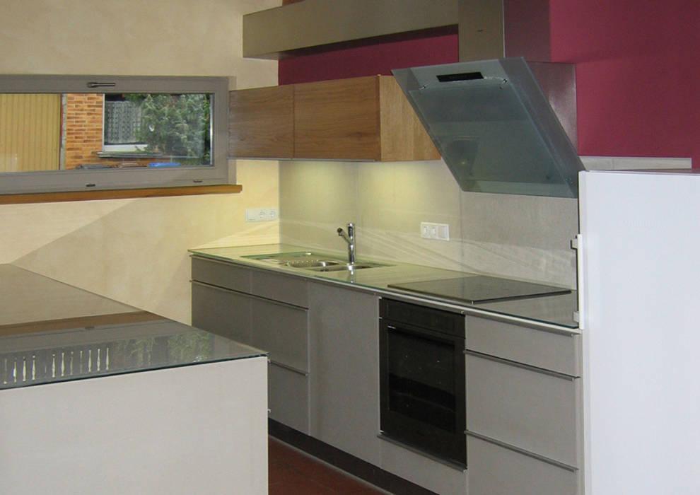 Minimale Architektenküche mit Beton:  Küche von Lignum Möbelmanufaktur GmbH