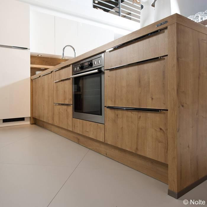 Massivholzküche in Eiche:  Küche von Lignum Möbelmanufaktur GmbH