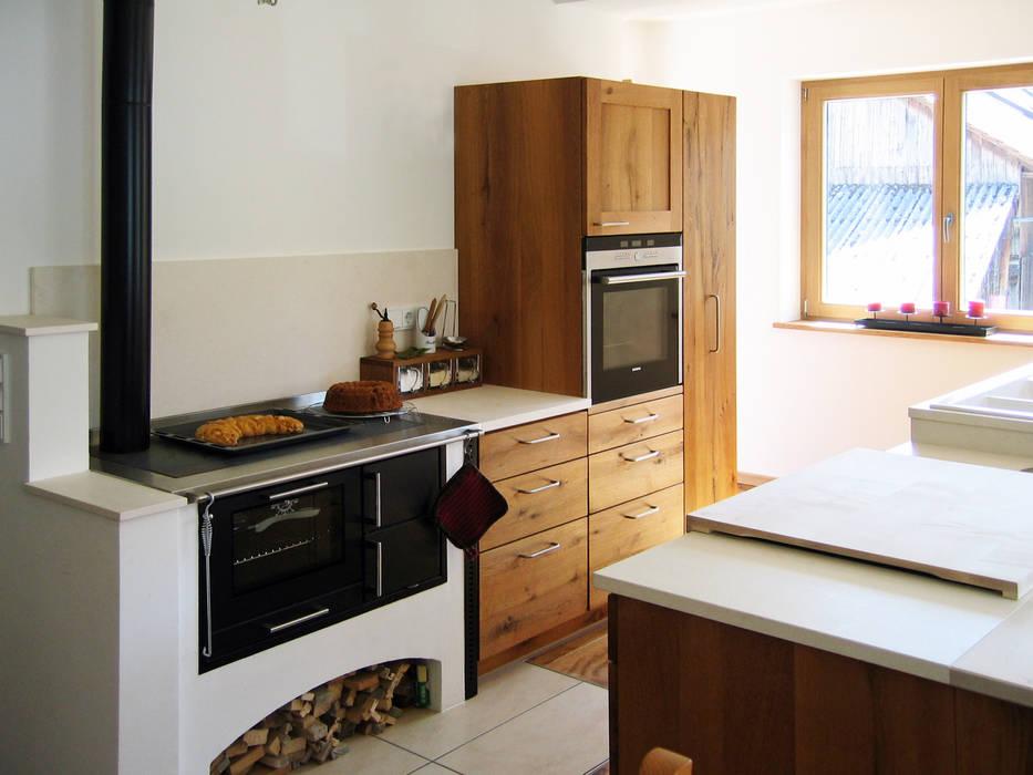 Natürliche Küche aus Altholz-Eiche II Klassische Küchen von Lignum Möbelmanufaktur GmbH Klassisch