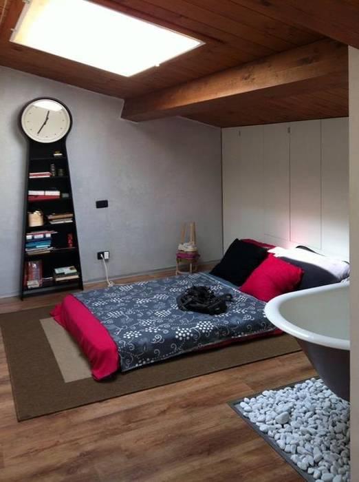 Dormitorios de estilo moderno de Spazio 14 10 di Stella Passerini Moderno
