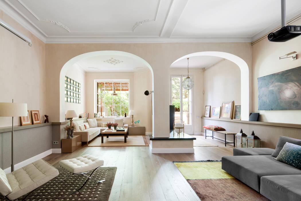 VIVIENDA TIBIDABO Salones de estilo minimalista de The Room Studio Minimalista