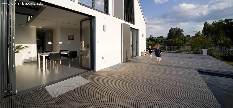 generalsanierung am pflanzgarten 20, regensburg:  Terrasse von Architekturbüro Ferdinand Weber