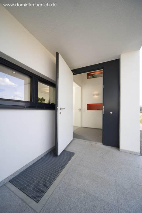 generalsanierung am pflanzgarten 20, regensburg Moderner Flur, Diele & Treppenhaus von Architekturbüro Ferdinand Weber Modern