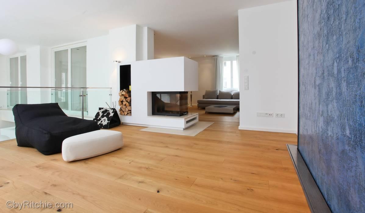 umbau und sanierung eines stadthauses in stadtamhof, regensburg:  Wohnzimmer von Architekturbüro Ferdinand Weber
