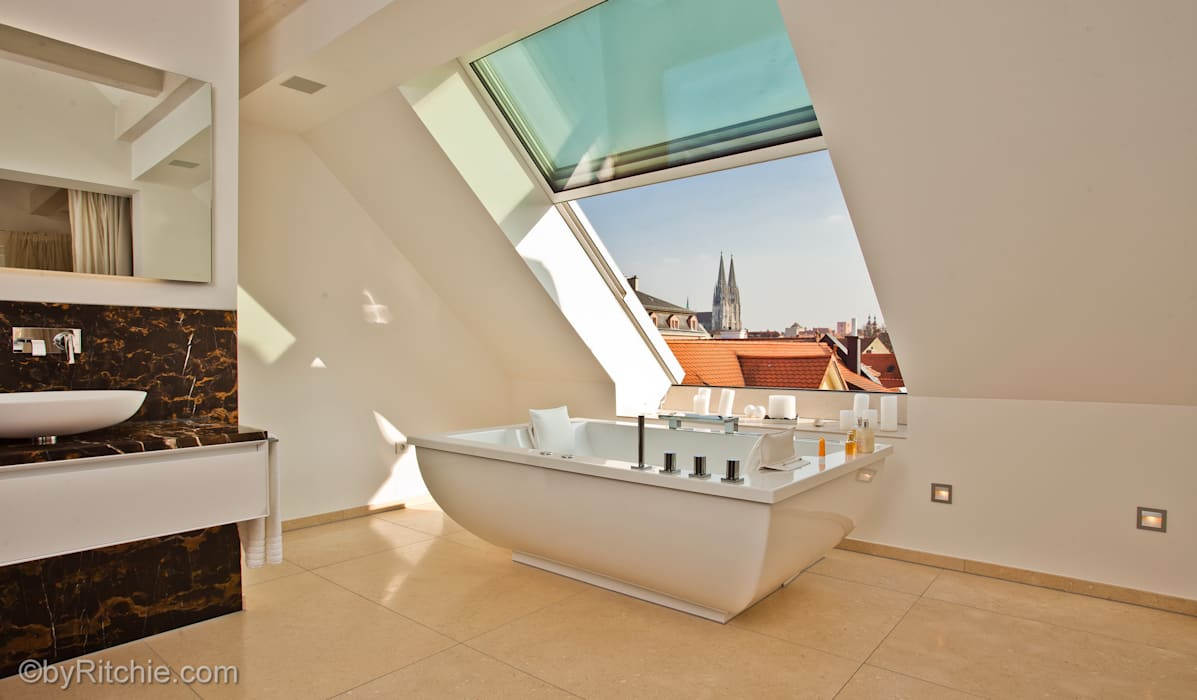umbau und sanierung eines stadthauses in stadtamhof, regensburg Moderne Badezimmer von Architekturbüro Ferdinand Weber Modern