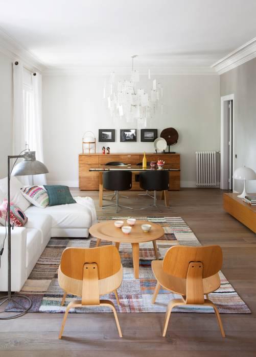 Salas / recibidores de estilo  por The Room Studio, Colonial