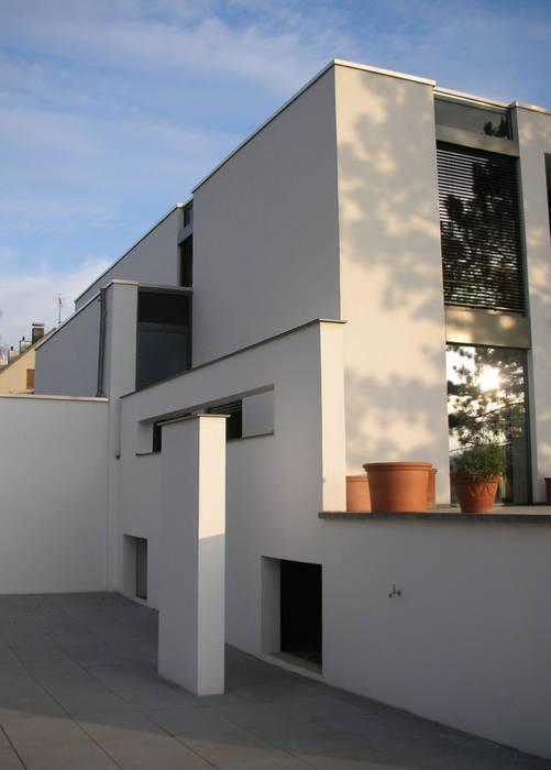 umbau und energetische sanierung eines einfamilienhauses mit einliegerwohnung in regensburg süd Moderne Häuser von Architekturbüro Ferdinand Weber Modern