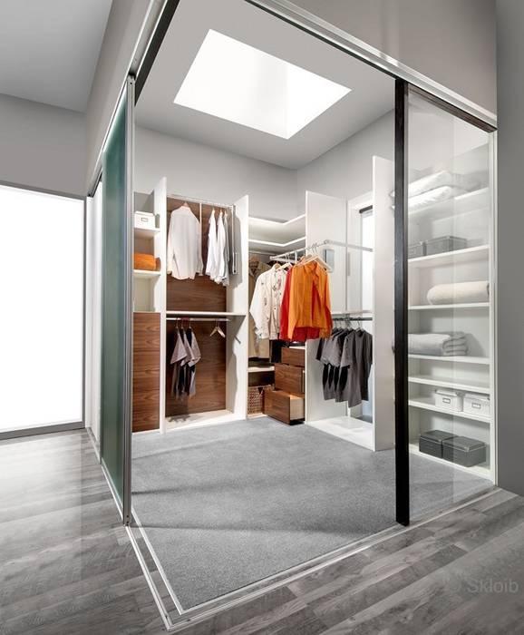 Raum im Raum: Glasschiebetüren als Raumabtrennung:  Haushalt von Lignum Möbelmanufaktur GmbH