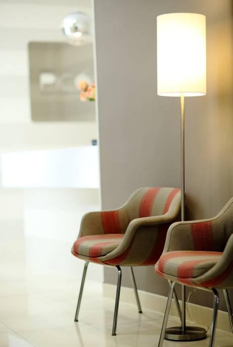 Sala de espera: Clínicas de estilo  de Vade Studio SC