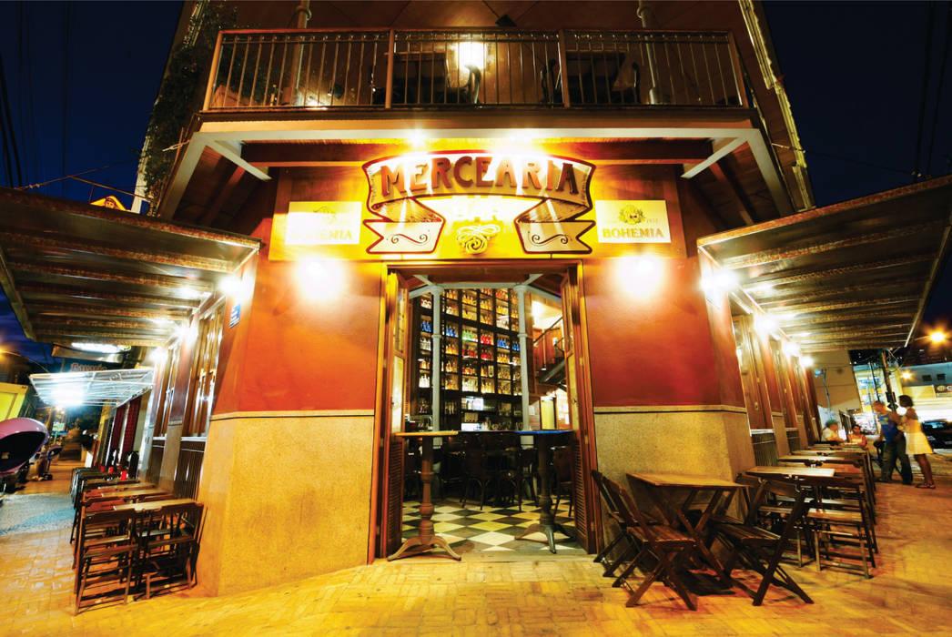 Mercearia Bar Bares e clubes rústicos por Mascarenhas Arquitetos Associados Rústico