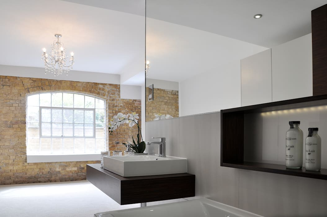 Modern Open Plan En Suite Modern bathroom by homify Modern