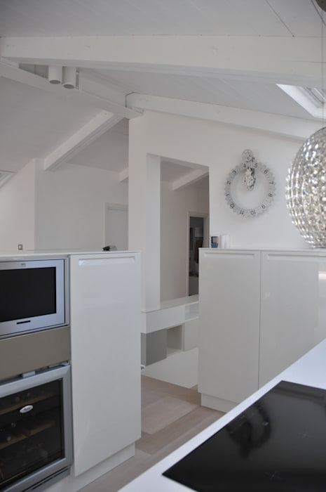Interior design - White Loft Treviso Italy: Soggiorno in stile  di IMAGO DESIGN