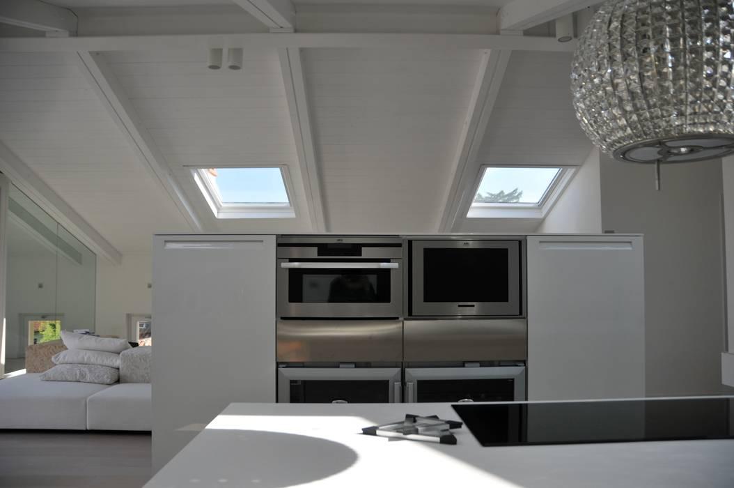 Interior design - White Loft Treviso Italy: Cucina in stile in stile Minimalista di IMAGO DESIGN