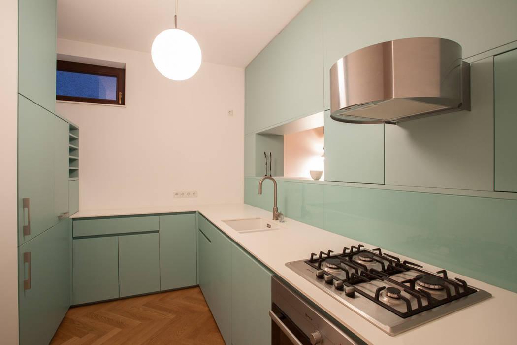 büro für interior design Cocinas de estilo moderno