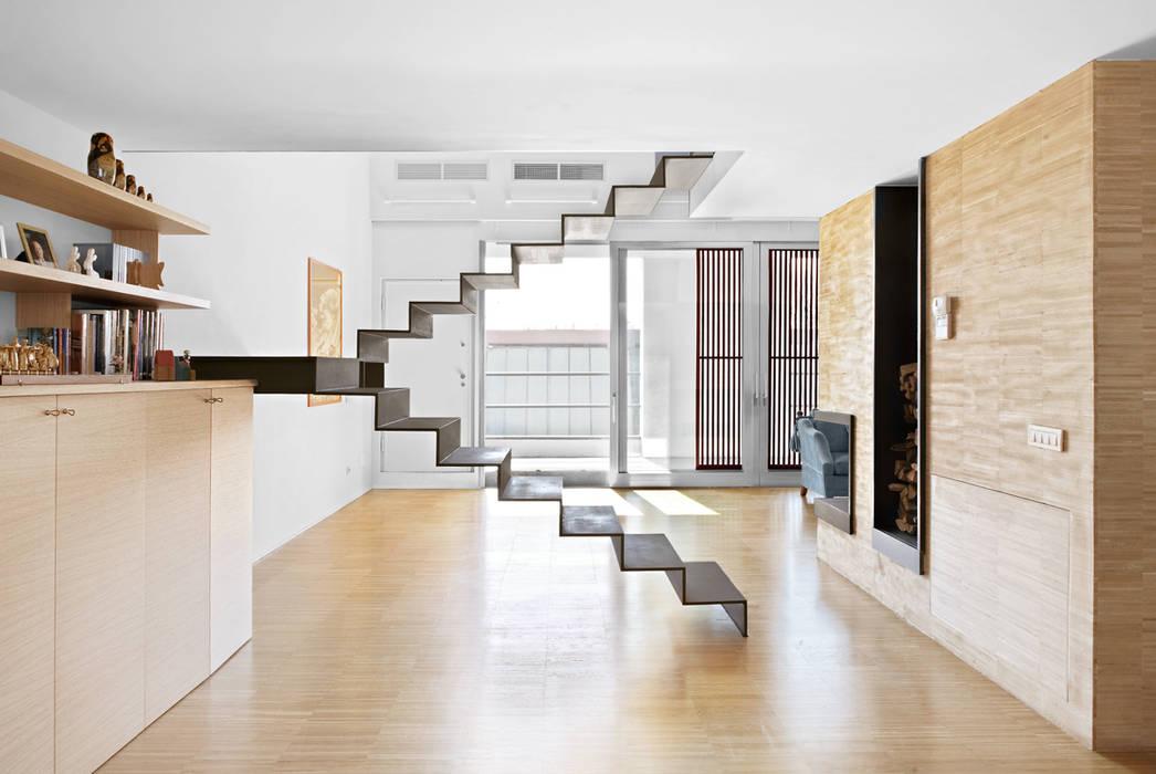 工業風的玄關、走廊與階梯 根據 roberto murgia architetto 工業風