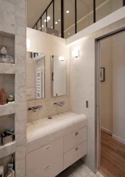 Baños de estilo  por FELD Architecture, Moderno
