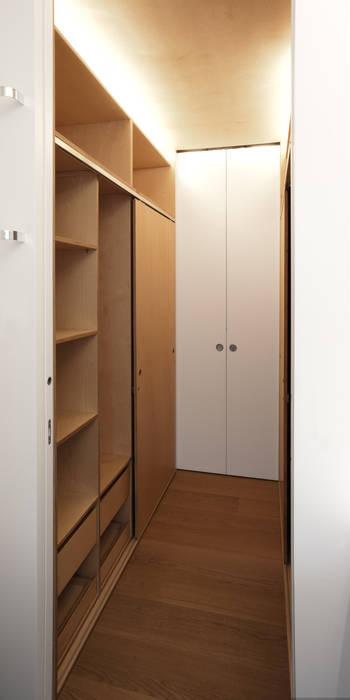 Modern Dressing Room by Giorgio Pettenò Architetti Modern