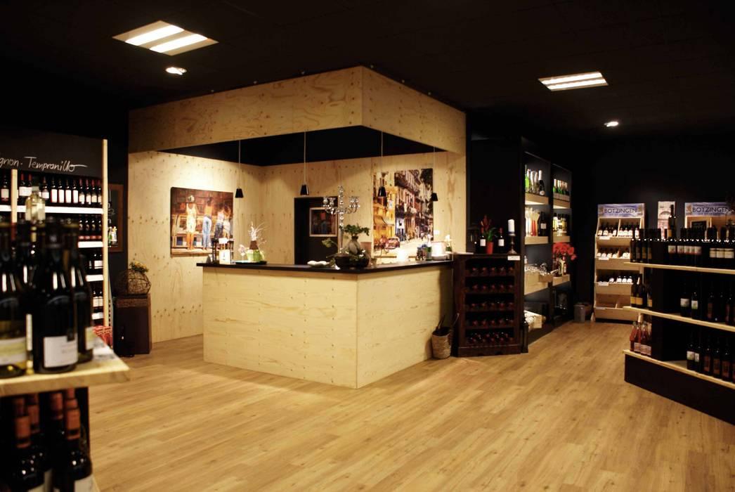 Blick auf Theke zur Weinverkostung:  Ladenflächen von hysenbergh GmbH | Raumkonzepte Duesseldorf