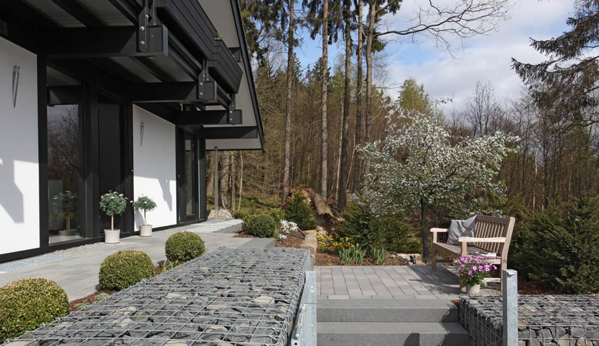 Traum-Alterswohnsitz im Westerwald Moderner Garten von DAVINCI HAUS GmbH & Co. KG Modern