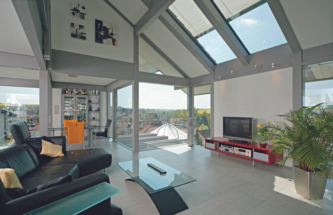 Salas / recibidores de estilo  por DAVINCI HAUS GmbH & Co. KG, Moderno