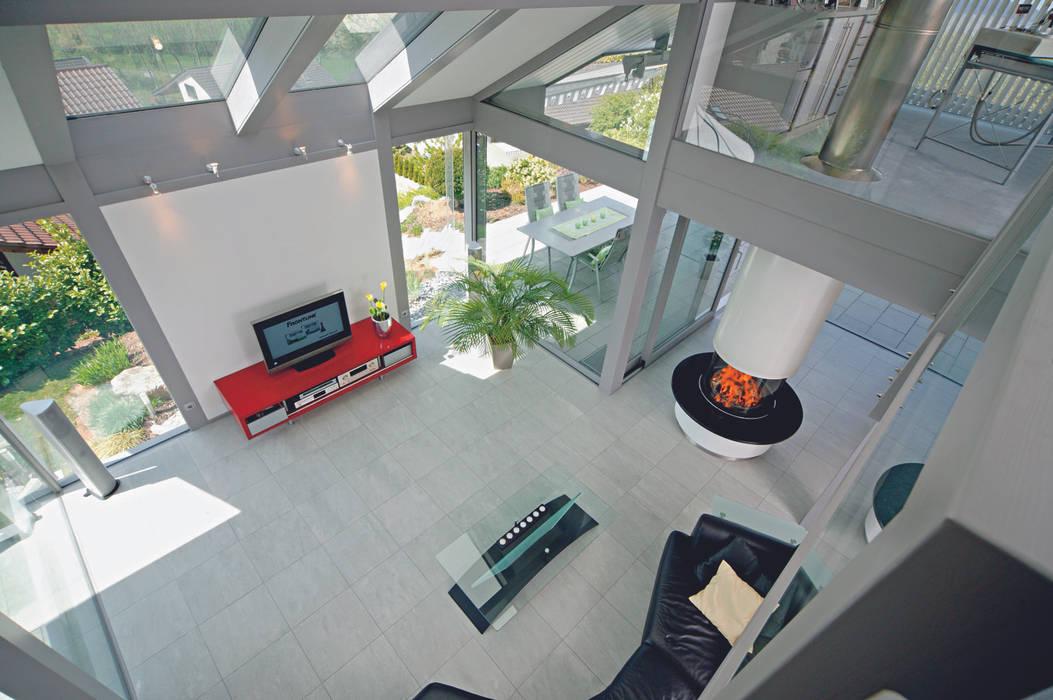 Einfamilienhaus in Steinheim: moderne Wohnzimmer von DAVINCI HAUS GmbH & Co. KG