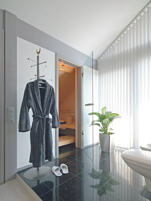 Baños de estilo  por DAVINCI HAUS GmbH & Co. KG, Moderno