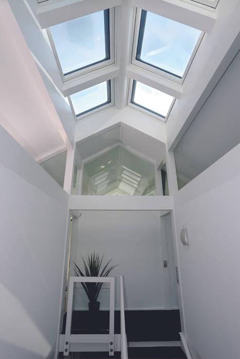 Luxus-Glashaus im Sauerland Moderner Flur, Diele & Treppenhaus von DAVINCI HAUS GmbH & Co. KG Modern