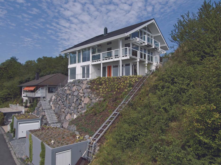 Panoramalage im Siebengebierge: klassische Häuser von DAVINCI HAUS GmbH & Co. KG