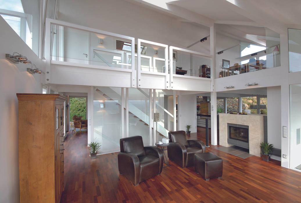 Panoramalage im Siebengebierge Klassische Wohnzimmer von DAVINCI HAUS GmbH & Co. KG Klassisch