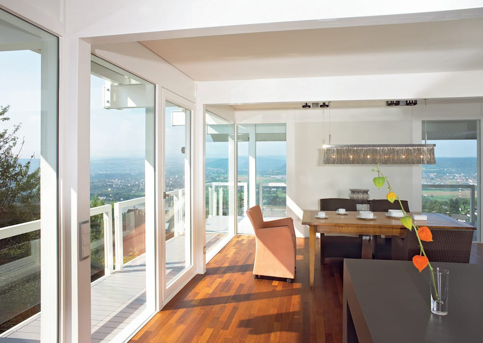Panoramalage im Siebengebierge:  Esszimmer von DAVINCI HAUS GmbH & Co. KG