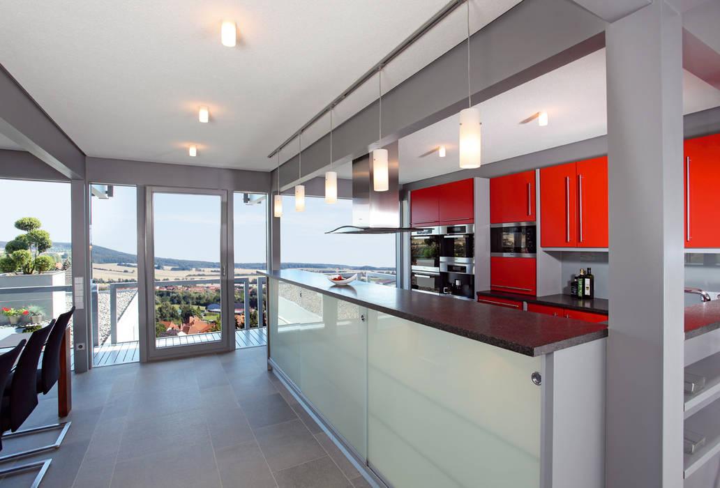 Satteldachhaus in Hannover: moderne Küche von DAVINCI HAUS GmbH & Co. KG