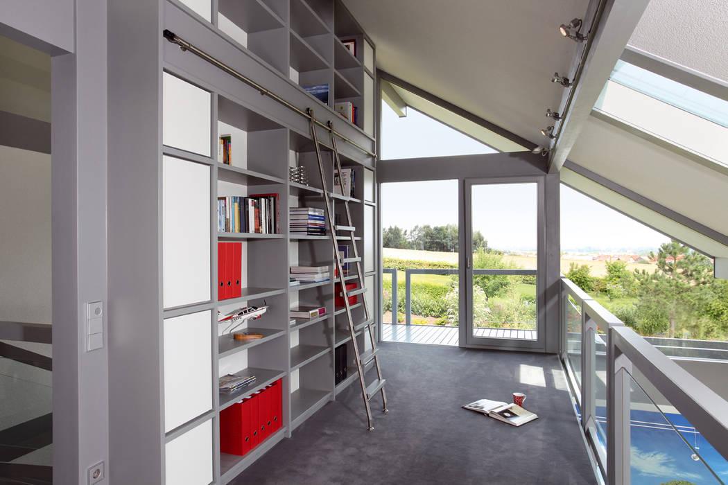 Satteldachhaus in Hannover:  Arbeitszimmer von DAVINCI HAUS GmbH & Co. KG