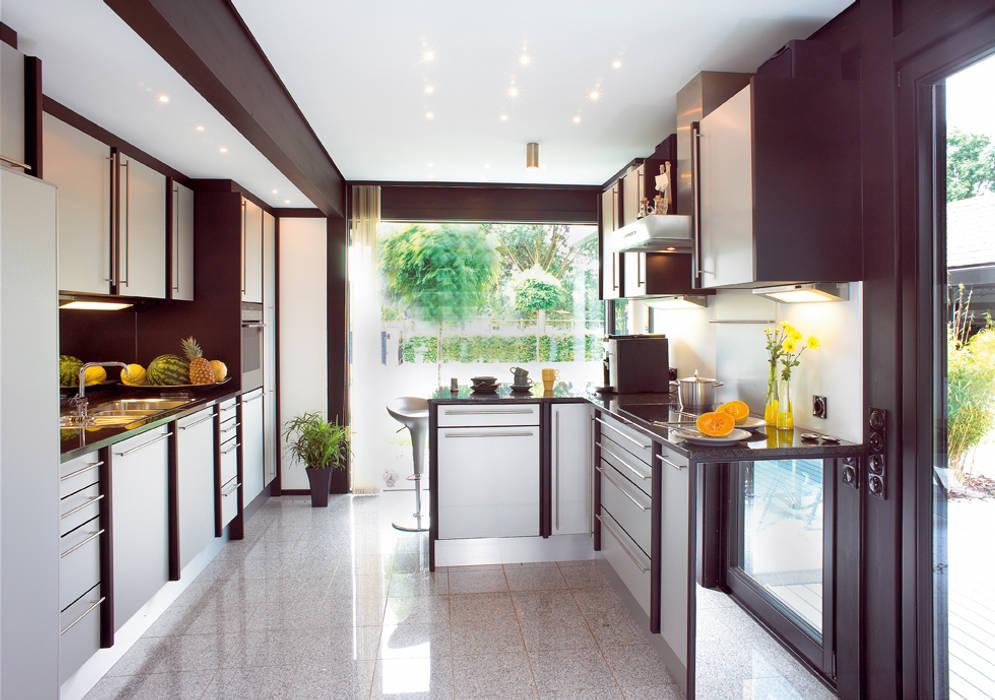 DAVINCI HAUS – a House for Lovers of Nature and Nobility Cocinas de estilo moderno de DAVINCI HAUS GmbH & Co. KG Moderno